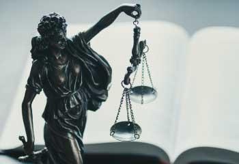 Fundamentación en redacción de textos jurídicos